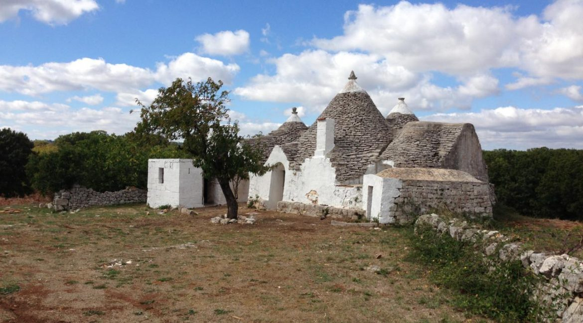 Trulli outdoors_1290x968