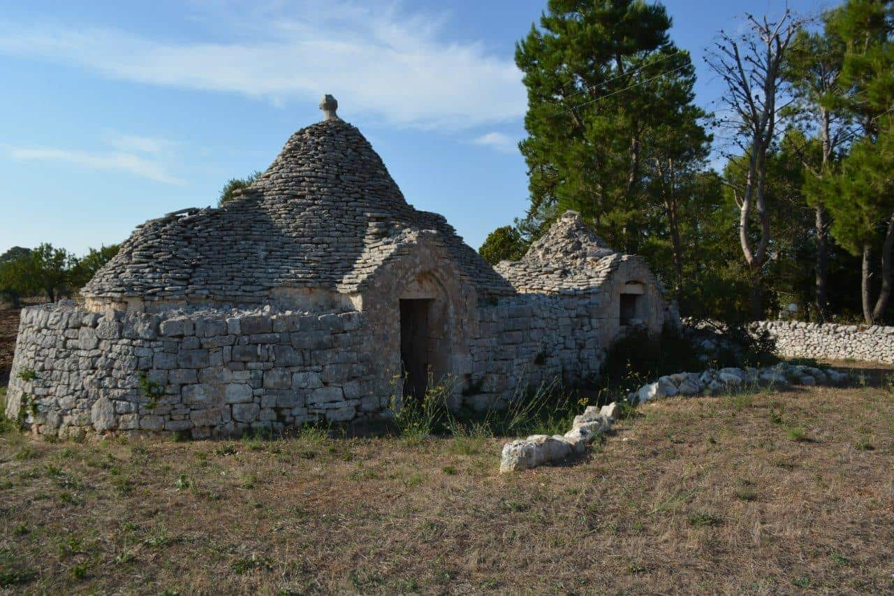 Trulli & 2 alcoves in the Cisternino countryside – possible to extend