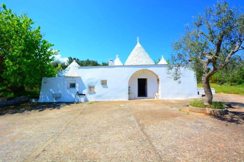 GORGEOUS TRULLI IMMERSED IN THE COUNTRYSIDE OF CEGLIE MESSAPICA