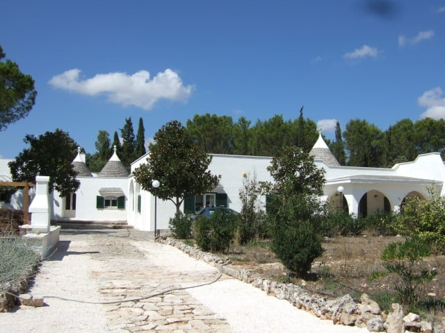 VILLA AND TRULLO WITH POOL IN MARTINA FRANCA