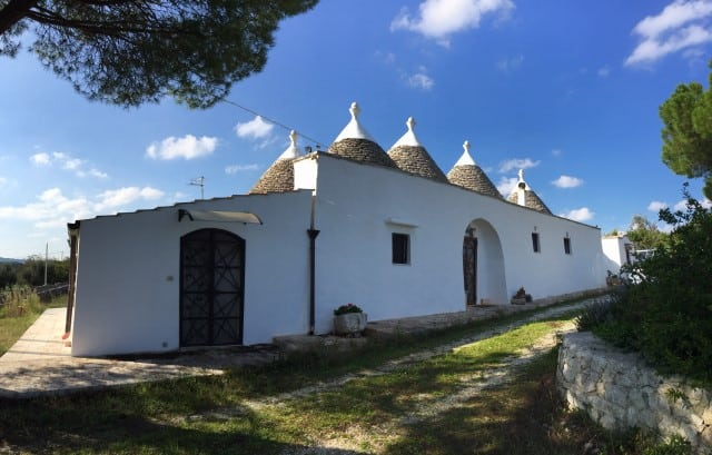 COMPLEX OF TRULLI WITH LAMIE COMPLETELY RESTORED