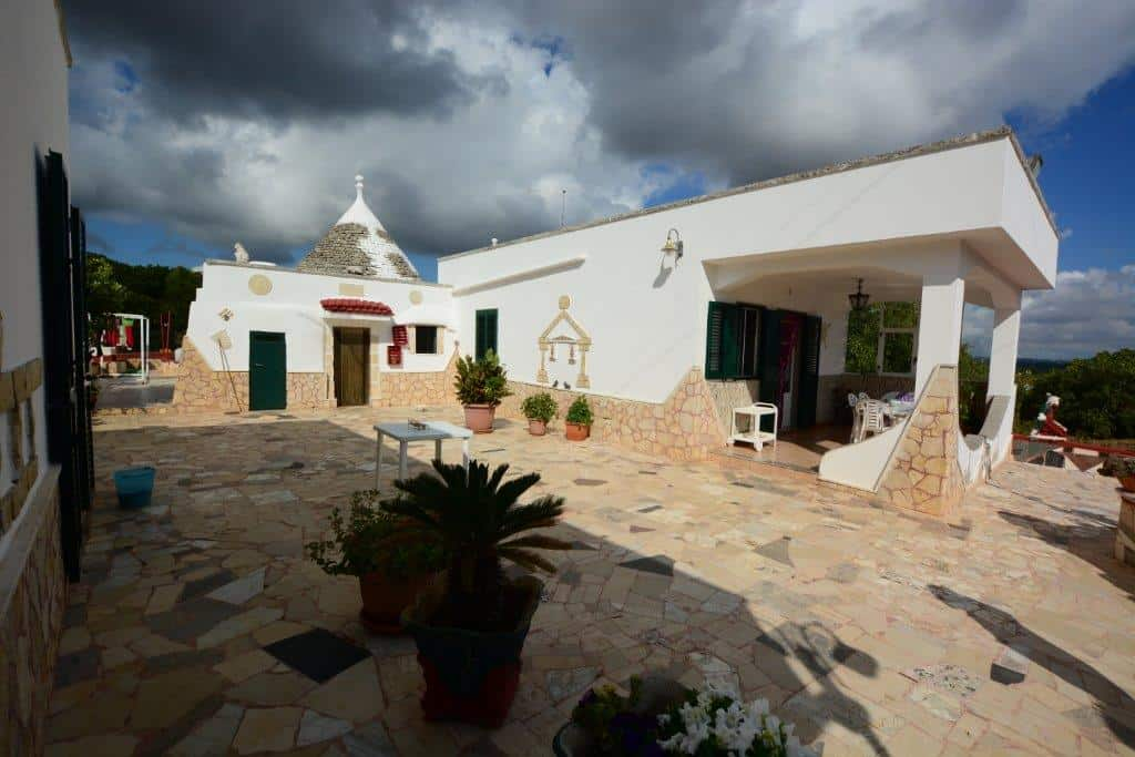 Trulli with villa extension in excellent condition