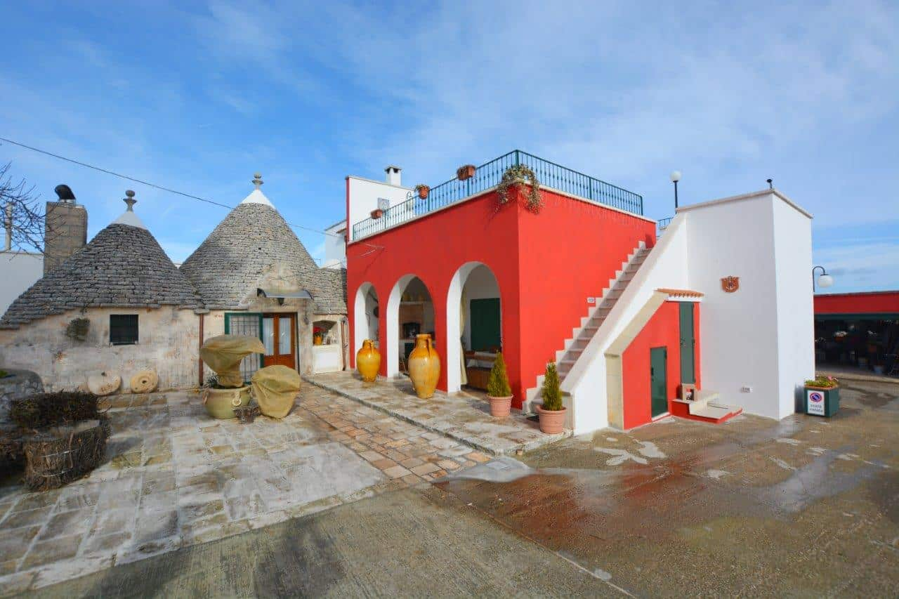 4 Bed Farmhouse with refurbished trulli