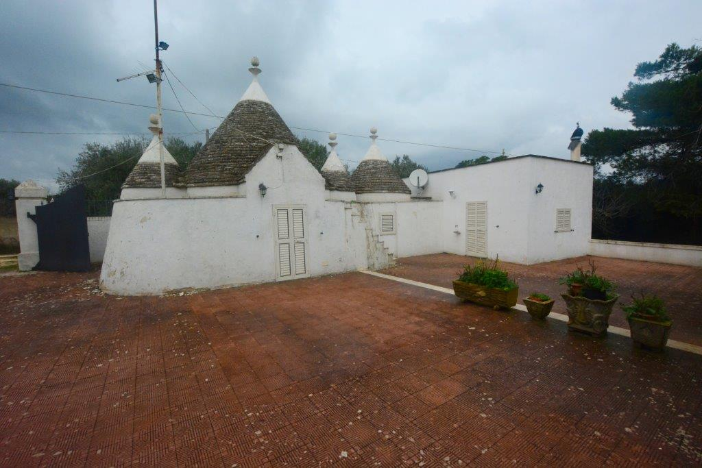 Two bedroom trullo with land