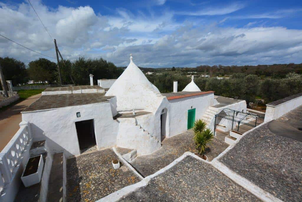 Trulli and lamie to restore in Ostuni