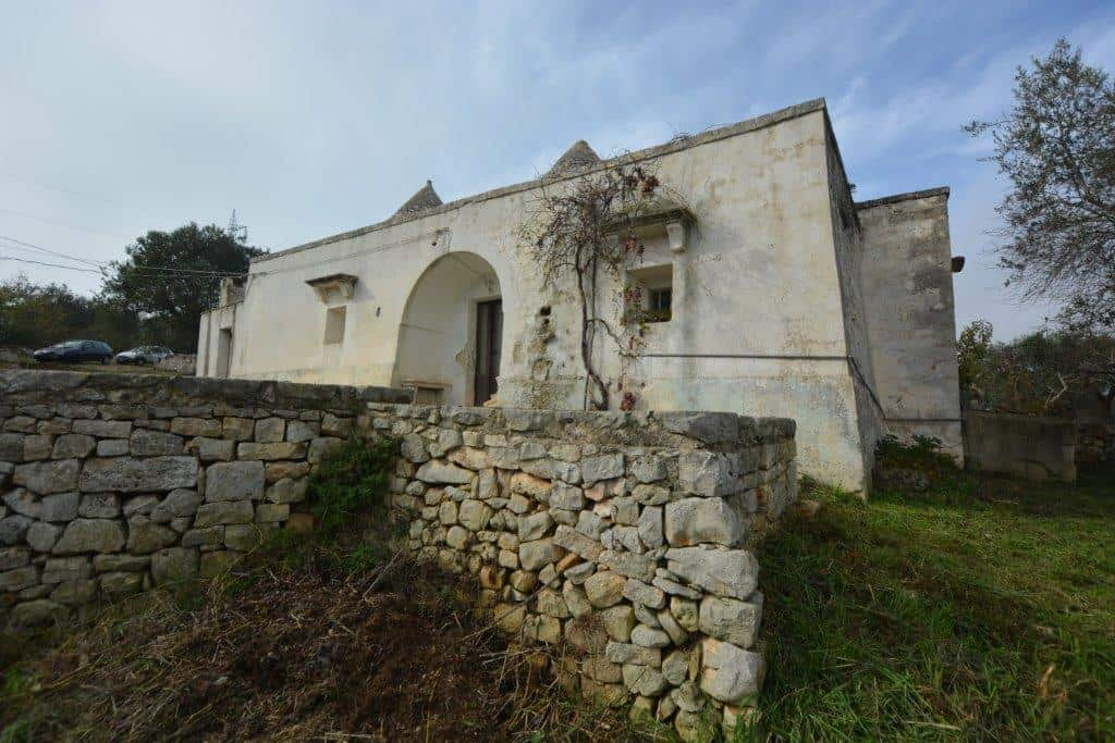 Trulli to restore with land