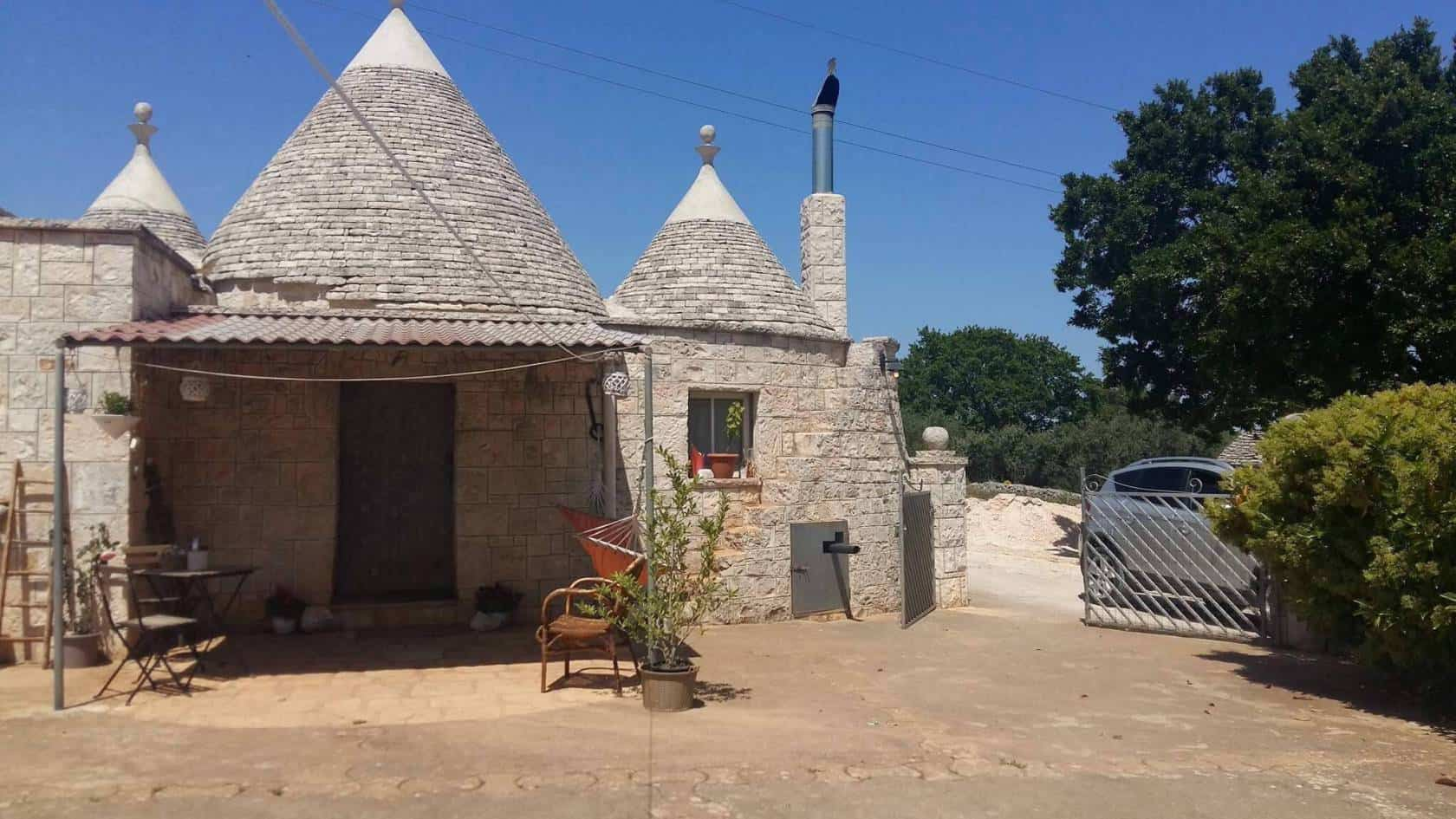 Trulli recently renovated in the heart of Itria Valley