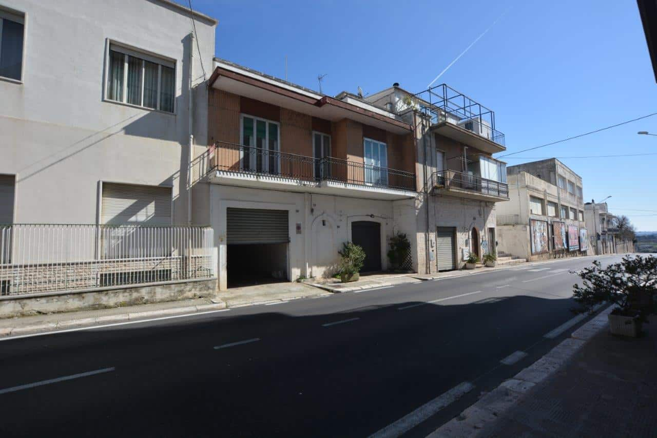 25 sqmts commercial premises in Locorotondo