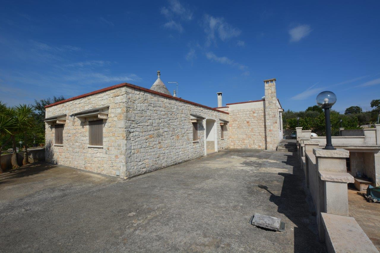 For sale- three bedrooms Trullo structure