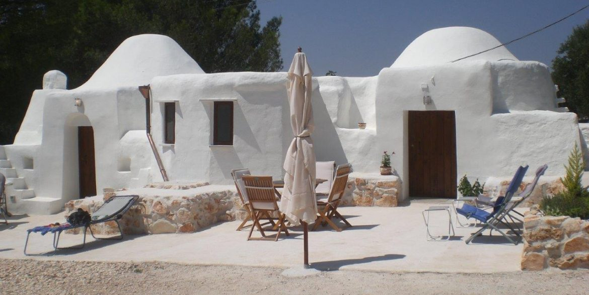 34 Trullo with brollies 009