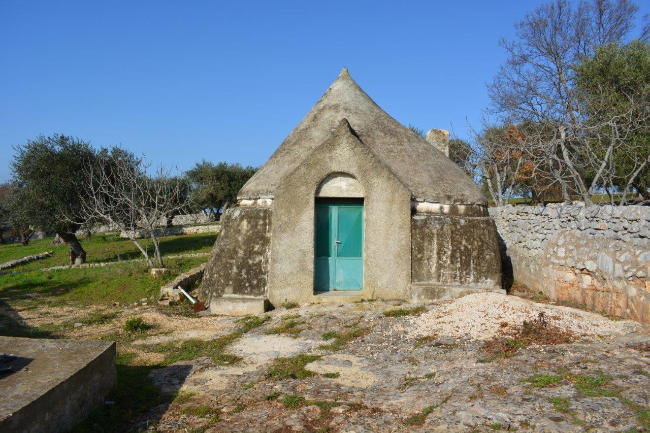 Single trullo with land in Contrada Lamacesare – Cisternino