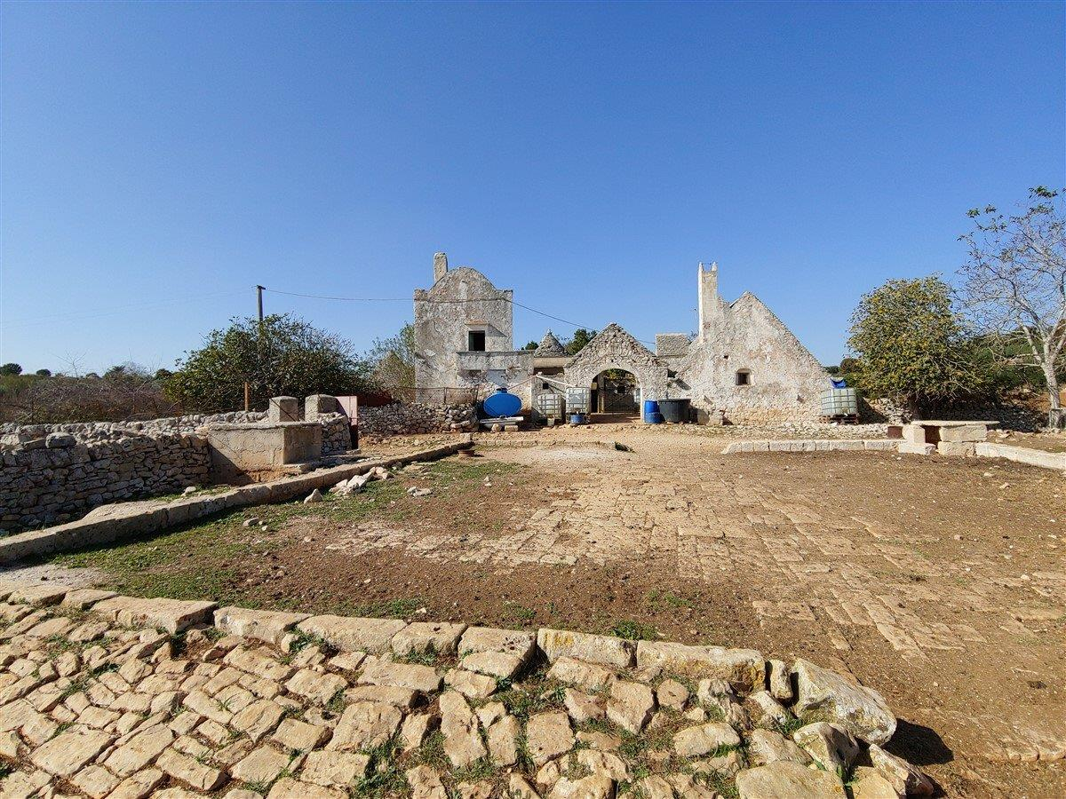 Ancient farm with scattered trulli and large grounds in Valle d'Itria