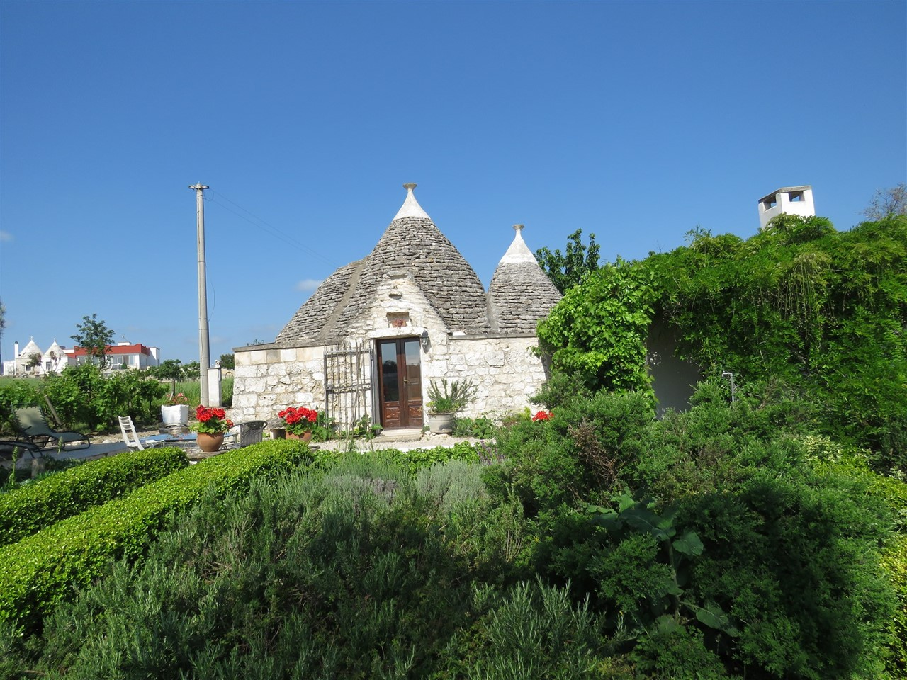 Lovely restored trullo with lamia and panoramic land