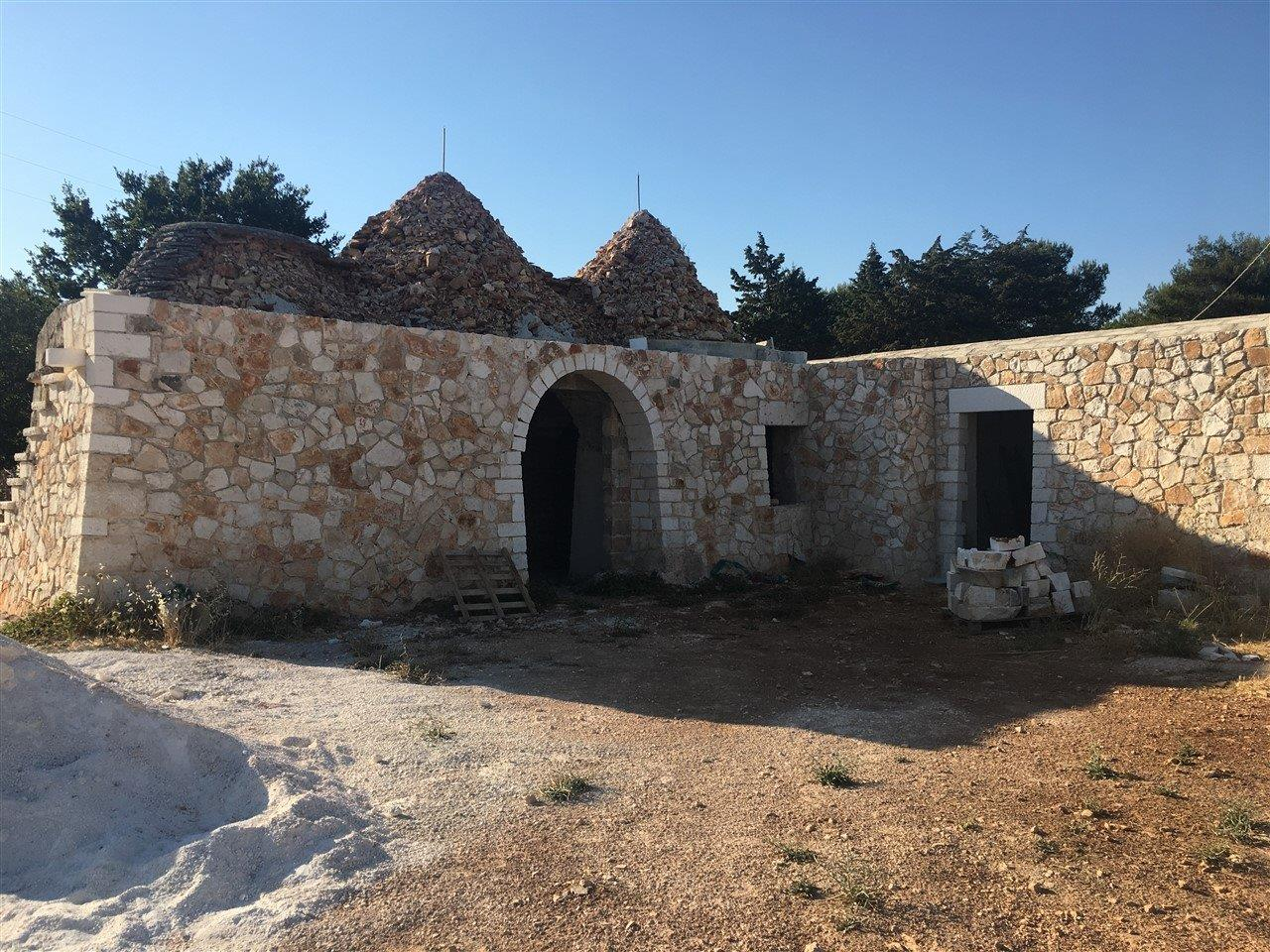 Group of three trulli with lamia partially restored