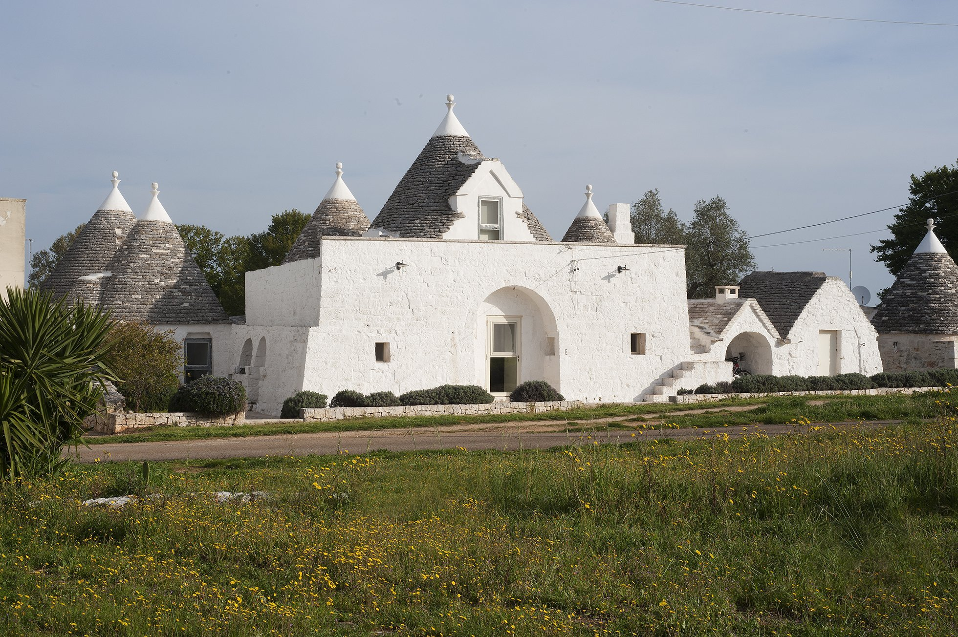 Five bedroomed trullo property with large swimming pool located in the Valle d'Itria