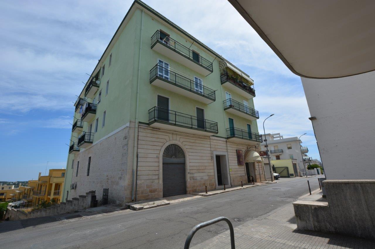 Second Floor Apartment with Elevator in Cisternino